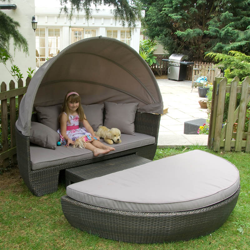 Sandringham  Day Bed canopy and coffee table